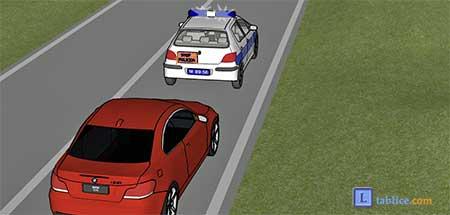vozilo policije zaustavlja vozilo iza sebe